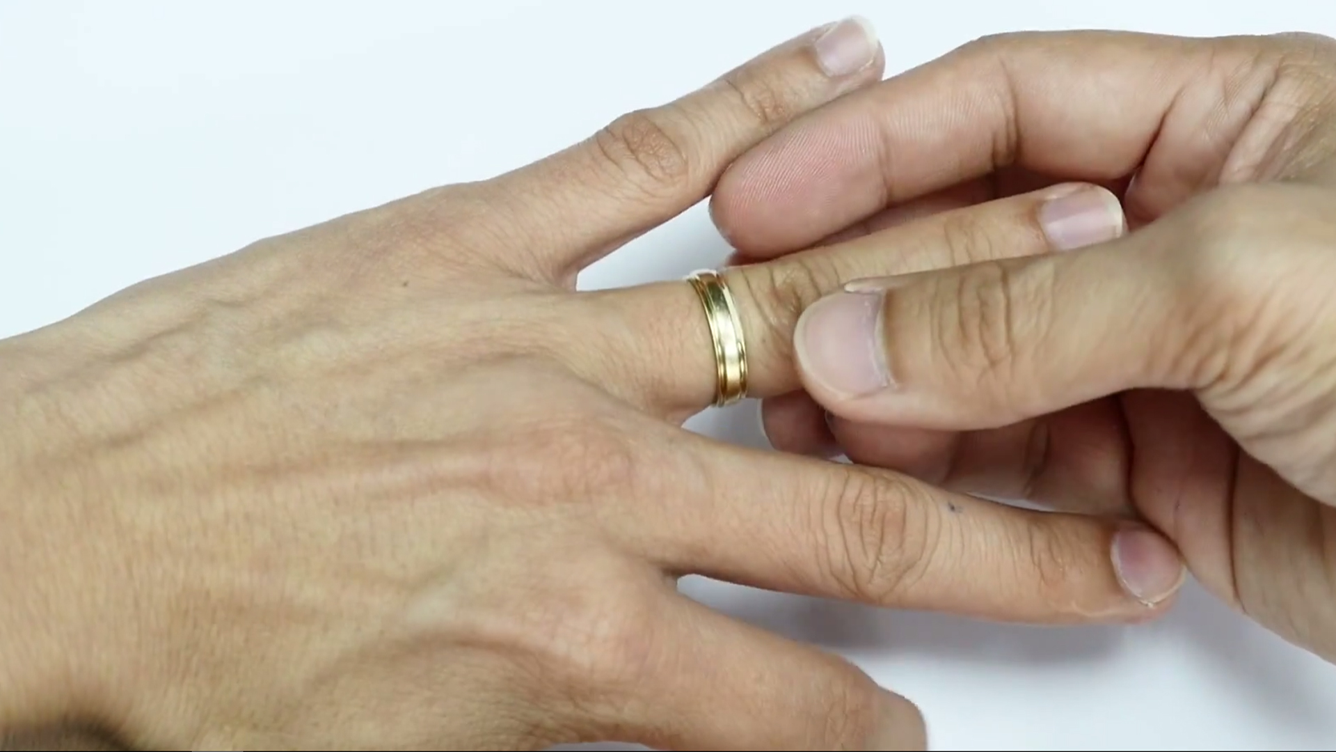 JannPaul Education: How to remove a ring stuck on your finger
