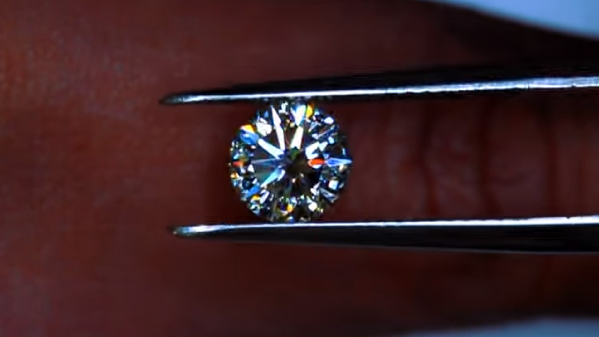 JannPaul: Showcasing Signature Cushion Brellia and Solasfera Diamonds